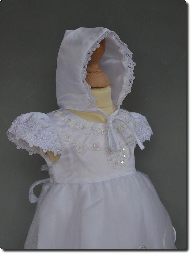f5261a827b041 Tenue pour baptême bébé avec bonnet